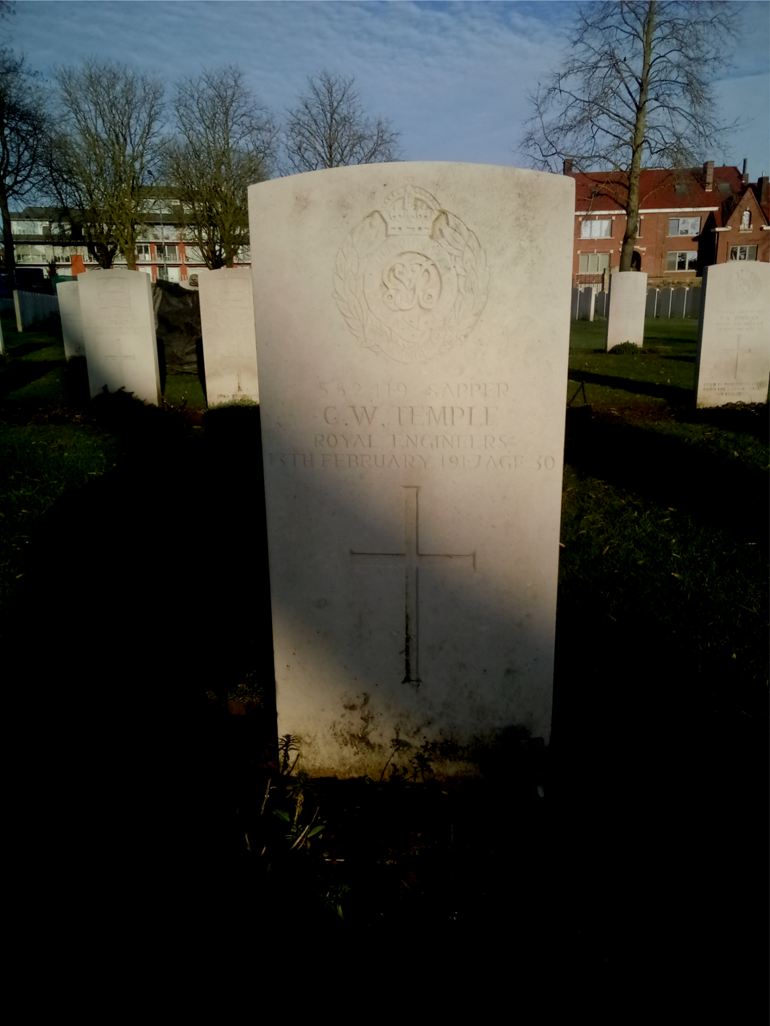 The gravestone of Sapper Charles William Temple in Ypres Reservoir Cemetery