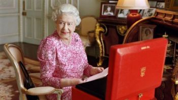 The day's newly released photograph of Her Majesty.
