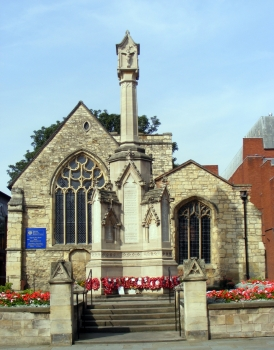The City War Memorial on the High Street in front of St Benedict's, commemorating the 971 Lincoln men who fell in the Great War.